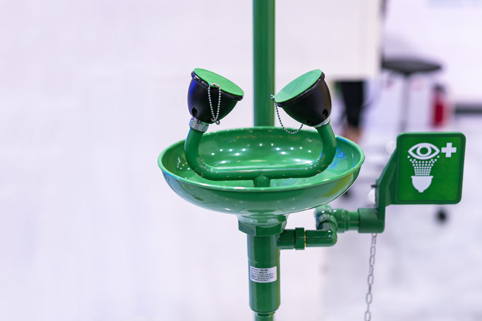 Green emergency eye washing station equipment