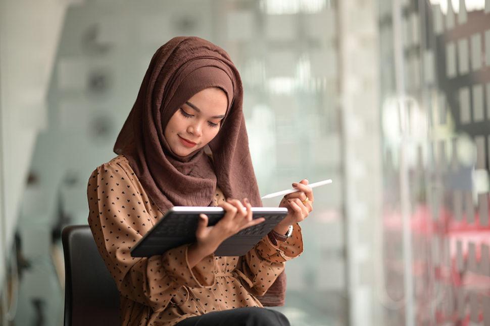 Employee taking online training